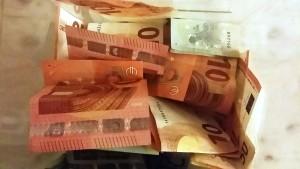 Geldscheine als Spende für unsere Arbeit