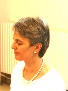 Jana Thann schaut nach links beim Seminar Zeit für Stille im Institut für Energiearbeit