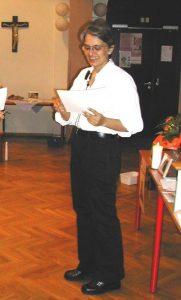 Jana Thann unterrichtet Vater Unser und Essenz der christlichen Lehre
