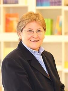 Mag. Claudia Dieckmann unterrichtet Prana Energiearbeit 1 im Institut für Energiearbeit