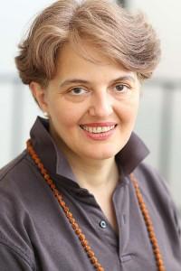 Jana Thann zu ihrem Artikel Befreie mich vom blinden Massenglauben