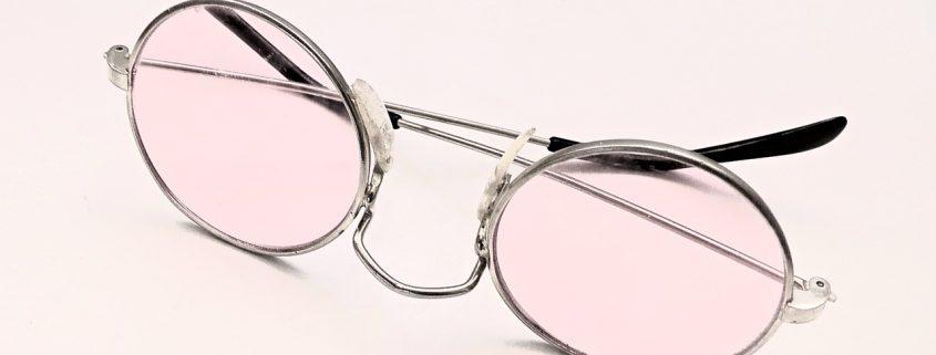 Brille als Bild für einen Erfolgsbericht über die Behandlung von Fehlsichtigkeit mit Prana Energiearbeit